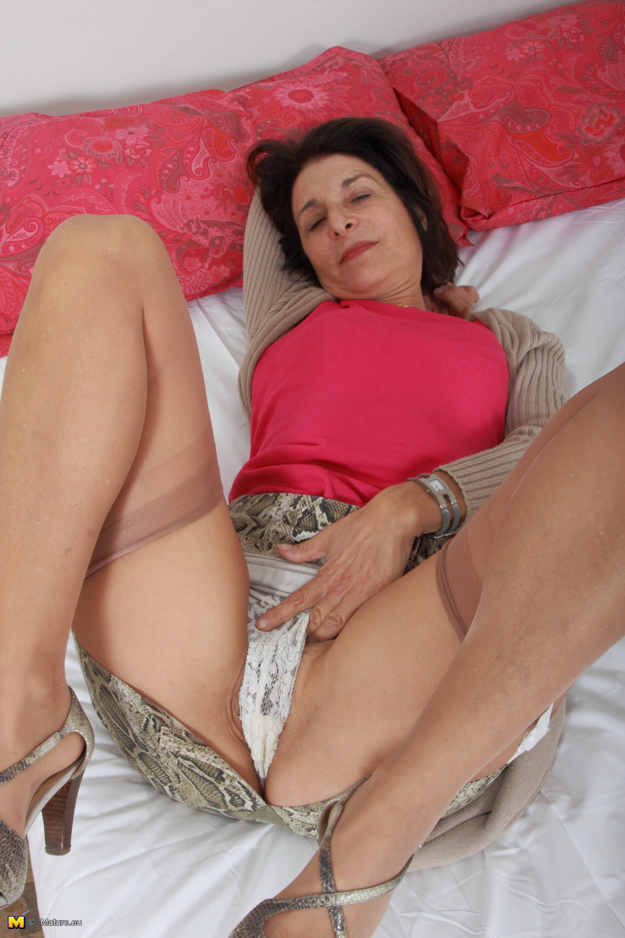 mature grannie playing with herself stood handcuffed each