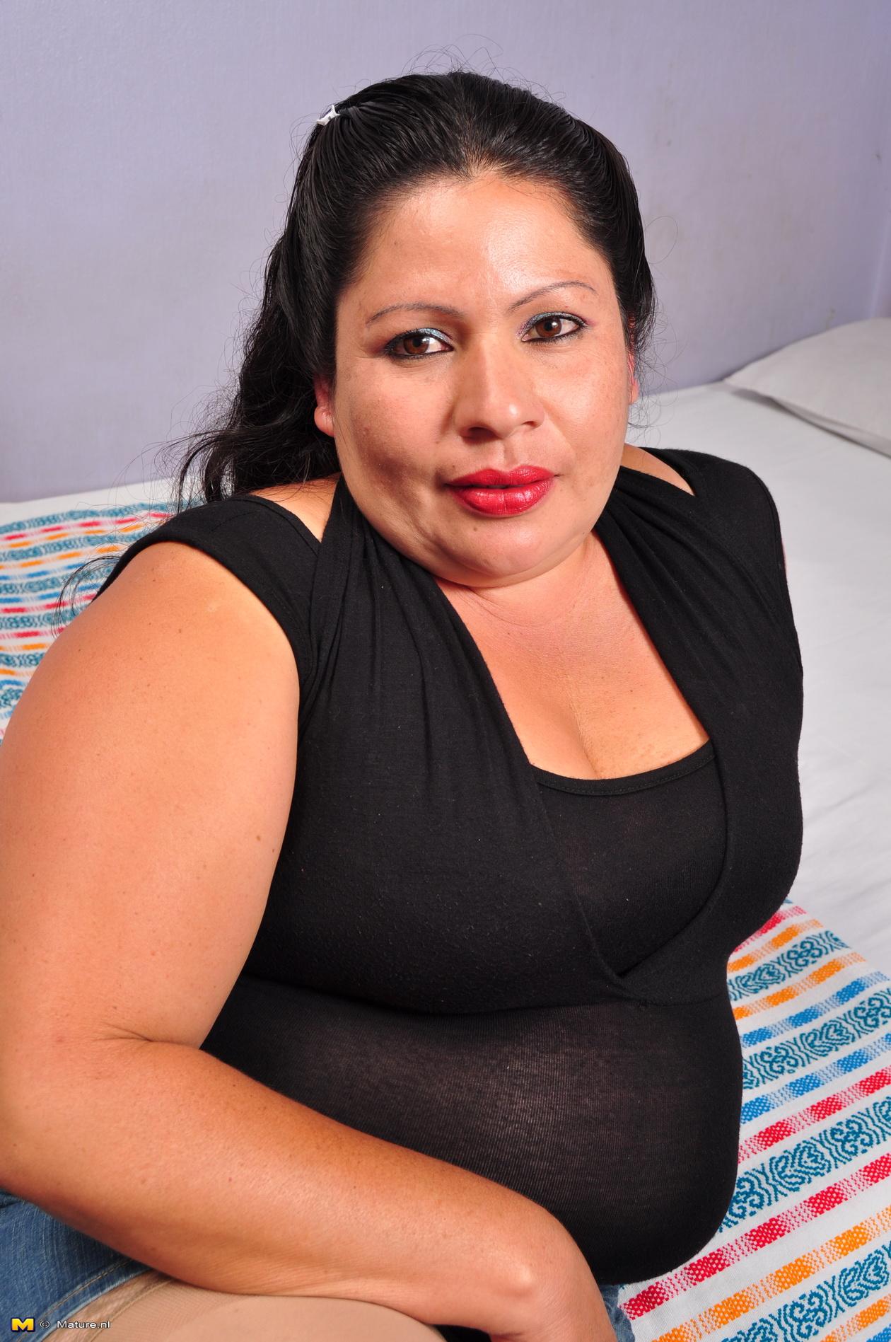 Nude Latin Bbw Pretty mature hairy latina bbw playing alone