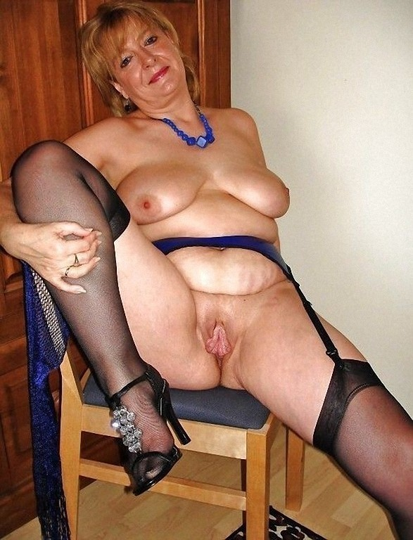 Can Stockings on hot wife sitting congratulate